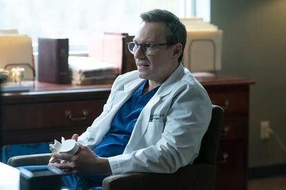 Christian Slater, en el primer episodio de 'Dr.  Muerte '.
