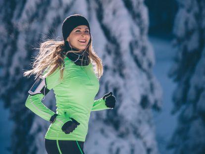 Con la ropa térmica adecuada podemos seguir entrenando al aire libre durante el invierno.