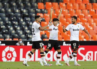 Kang In Lee celebra el gol de la victoria del Valencia, este martes en Mestalla.