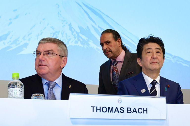 El primer ministro de Japón, Shinzo Abe, junto a Thomas Bach en una foto de 2018. KAZUHIRO NOGI (AFP)