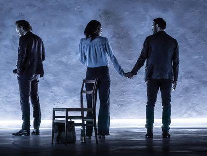 'Traición', en la versión protagonizada por Tom Hiddleston, Zawe Ashton y Charlie Cox.
