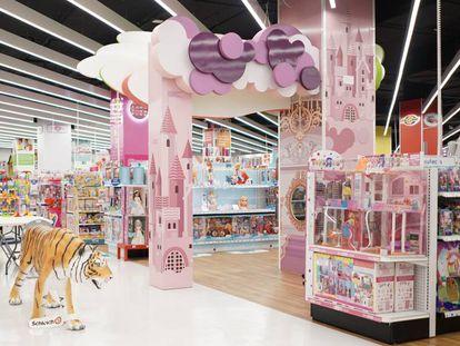Vista de la tienda de Toys 'R' Us en el centro comercial Islazul.
