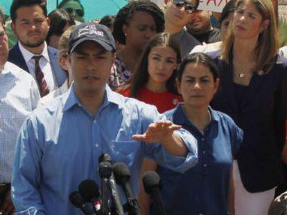 Un grupo de congresistas demócratas entra en los centros de detención de Texas, se encara con la policía fronteriza y publica imágenes y testimonios del interior