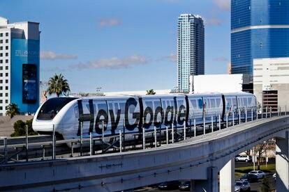 Foto de enero de 2018 de un tren circulando por Las Vegas durante el CES.