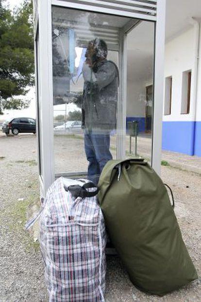 El grapo Simón Quintela llama por teléfono al salir de prisión. Nadie fue a recogerle.