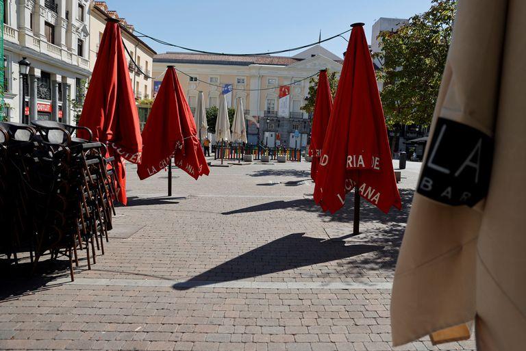 Una terraza de una cafetería en el centro de Madrid cerrada, este miércoles.