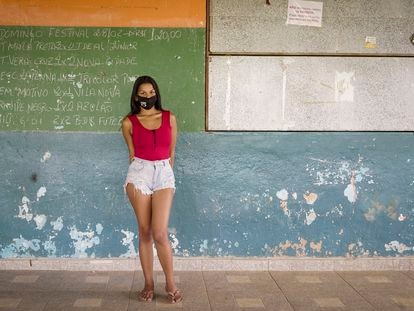 Stephany Rejani, brasileña, de 20 años, conciliaba estudios con trabajo, pero dejó de ir a la escuela a raíz de la pandemia de covid-19.
