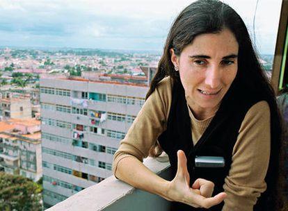 Yoani Sánchez, en su apartamento, un piso 14 en La Habana, en el que ahora ha fundado una 'academia blogger'.