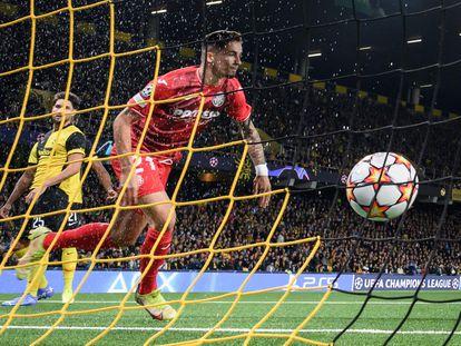 Yeremi PIno anota el 0-1 en Berna.