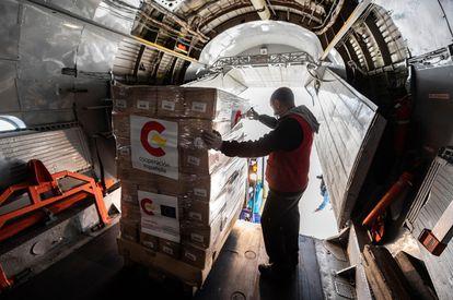 Carga de ayuda humanitaria en la Base de Torrejón con destino a Honduras, para los afectados por los huracanes Iota y Eta.