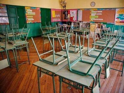 Un aula desierta en el colegio público Rufino Blanco de Madrid.