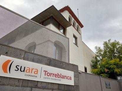 Entrada principal de la residencia Torreblanca de Sant Joan les Fonts (Girona).