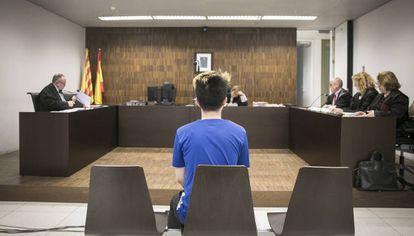 El 'youtuber' ReSet, ante la juez, en la Ciudad de la Justicia de Barcelona.