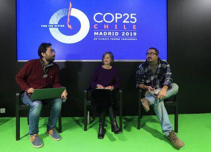 Pablo Manzano, Rosa Diez Tagarro y Daniel González, durante la charla sobre ganadería industrial de este miércoles en la Cumbre del Clima de Madrid.