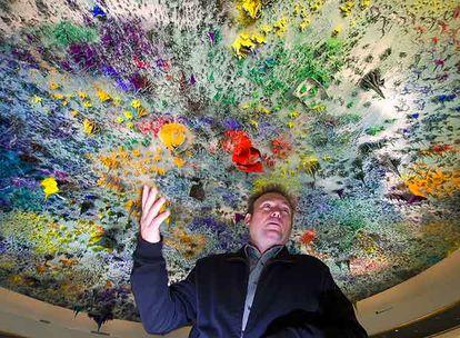 Miquel Barceló bajo su cúpula del Palacio de las Naciones de la ONU, en Ginebra.