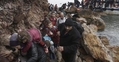 Un grupo de demandantes de asilo llega a la isla de Lesbos (Grecia) la semana pasada.