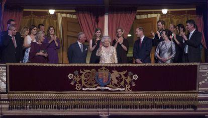 Isabel II, rodeada de todos sus hijos y nietos el día de su último cumpleaños.