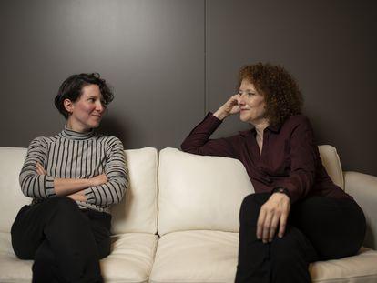 Andrea Valdés y Clara Sanchis. En vídeo, Sanchis recita un fragmento de 'Una habitación propia', de Virginia Woolf, en la versión teatral de María Ruiz.