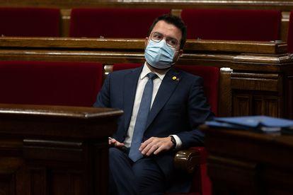 El presidente de la Generalitat de Cataluña, Pere Aragonès, durante un pleno en el Parlament.