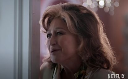 Angélica María en una escena de la película 'La casa de las flores'.