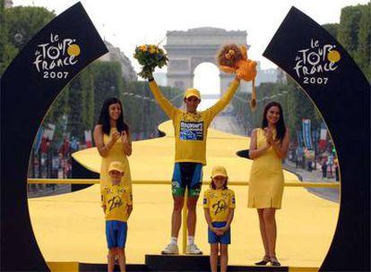 Alberto Contador, en el podium de París.