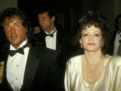 Jackie Stallone acompañada de su hijo Sylvester (tiene otros dos hijos y siete nietos) en un homenaje que recibió el actor en 1988.