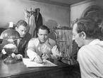 Orson Welles, entre Joseph Cotten (izquierda) y Everett Sloane en 'Ciudadano Kane'.