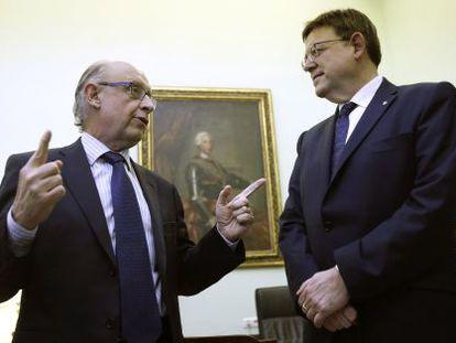 El presidente de la Generalitat, Ximo Puig, con el ministro de Hacienda en funciones, Cristóbal Montoro.