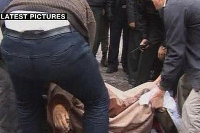 Imagen de vídeo de un cadáver en la escena del atentado de Teherán.