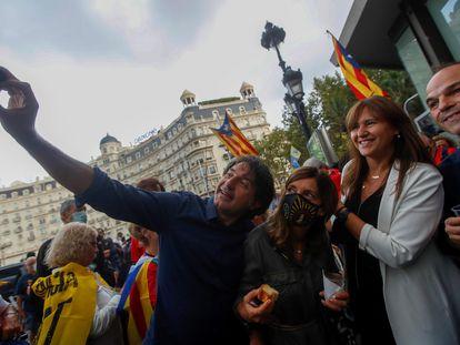 Los dirigentes de Junts per Catalunya Francesc de Dalmases, Laura Borras y Jordi Turull, en la concentración de la ANC de este domingo en Barcelona.