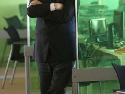 Alberto Surio, posa en la sede de EiTB de Miramón, tras finalizar la entrevista.