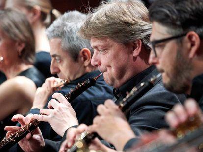 Integrantes de la sección de viento madera de la Orquesta del Festival de Estonia durante un concierto, el pasado jueves en Pärnu.