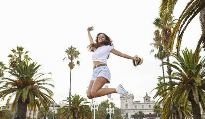 La gente es feliz es en Barcelona... o en cualquier otra ciudad plagada de palmeras y edificios históricos.  
