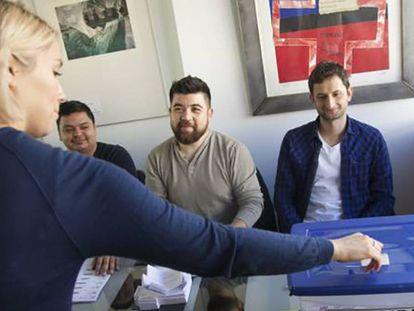 Los chilenos en el extranjero votan por primera vez en las presidenciales de 2017.