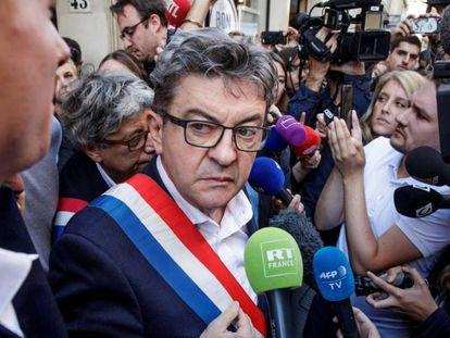 El líder de La Francia Insumisa (LFI), Jean-Luc Mélenchon, tras los registros en su casa y en la sede del partido.