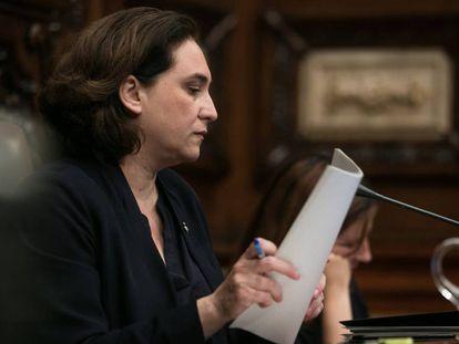 Ada Colau, durante el pleno de este viernes.