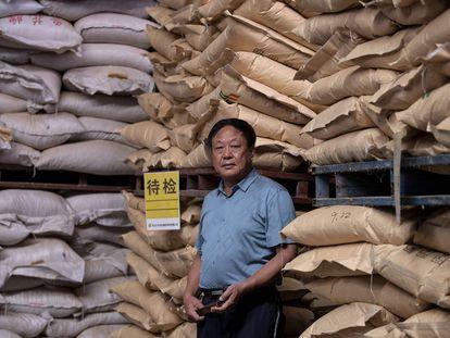 El magnate Sun Dawu en un almacien en Hebei, a las afueras de Pekín, en septiembre de 2019.