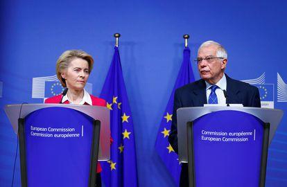 La presidenta de la Comisión Europea, Ursula von der Leyen, y el Alto Representante para la Política Exterior, Josep Borrell, en enero en Bruselas.