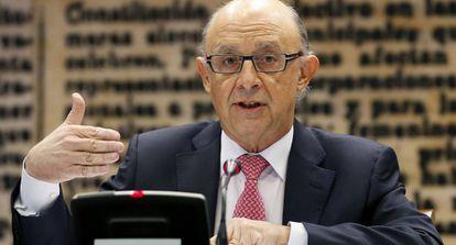 El ministro de Hacienda, Cristóbal Montoro, en el Senado.