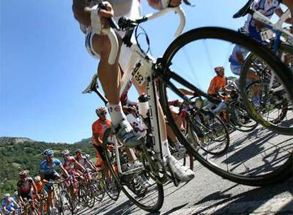 El pelotón de la última Vuelta a España, durante la etapa con final en Fuentes de Invierno.
