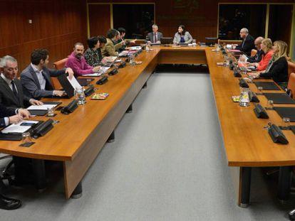 Una de las reuniones de la Ponencia de Autogobierno antes de que comenzaran a trabajar los expertos.