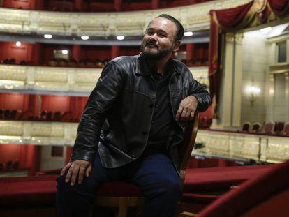 El tenor Javier Camarena posa en el Teatro Real en Madrid.