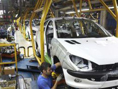 Una fábrica de automóviles cerca de Teherán.