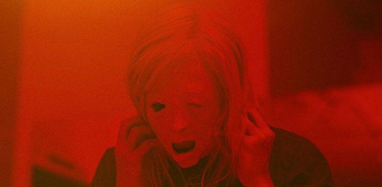 Fotograma de 'Possessor (Uncut)', de Brandon Cronenberg.