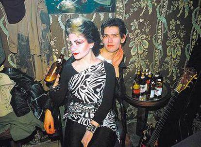 <b>Alaska y Carlos, en los camerinos de Sala Marquee (1981)</b>