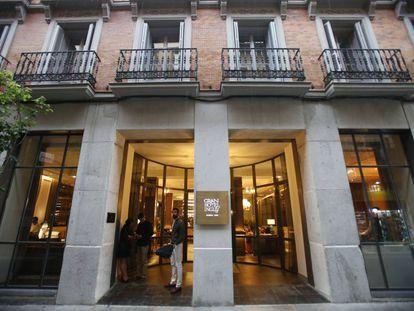 Entrada principal del Gran Hotel Inglés de Madrid.