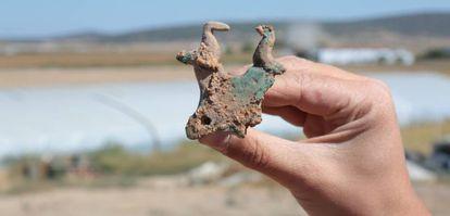 Las palomas y la piel de toro extendida son símbolos típicos de Tartesos.