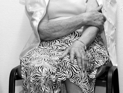 Aunque muchas veces no se identifiquen con el término, las mujeres mayores también sufren violencia de género