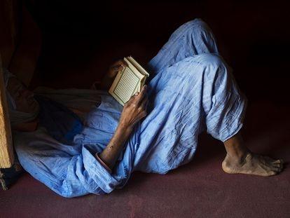 Abdullah Ould Ghoulan, bibliotecario de la Biblioteca Habott de Chinguetti.