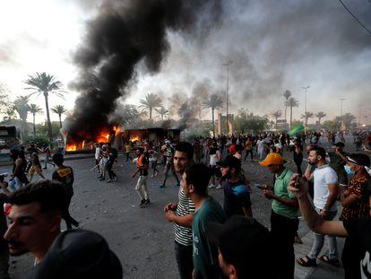 Choques entre manifestantes y fuerzas de seguridad este martes en Bagdad.